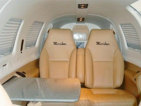 N461BB Interior Seats with table